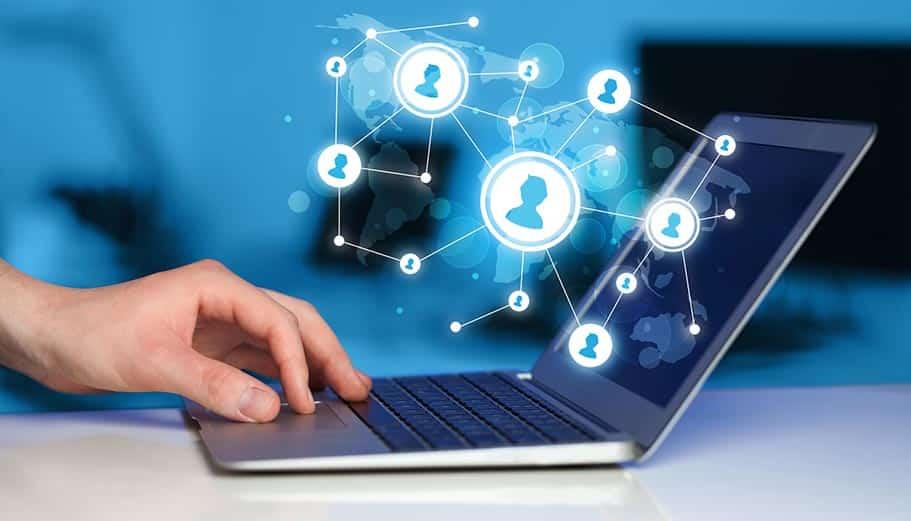 Pourquoi relier ses réseaux sociaux à son site web ?